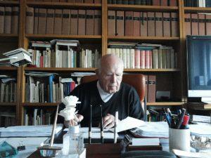 Don Ennio alla scrivania